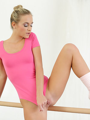 Spinner babe Vinna Reed is practicing her ballet routine when the tug of her leotard against her hot bald pussy gets her too horny to ignore! She's already nice and wet as her fingers slip between her legs to fondle her creamy bald fuck hole. That's how h