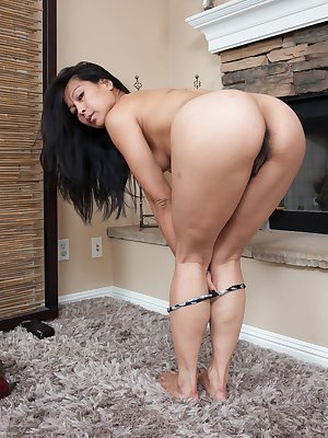Max Makita is a gorgeous model with a hairy pussy as beautiful as her long flowing head of hair. In her living room she takes a bowl out and gets a little naughty by urinating into it.