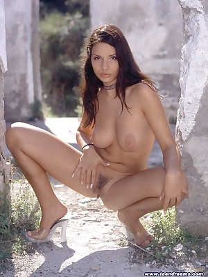 Stunning young chick spreads sweet pussy outdoors