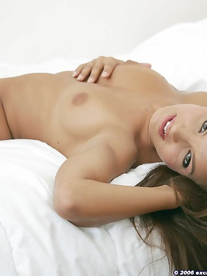 Cute young chick in clit rubbing action on bed