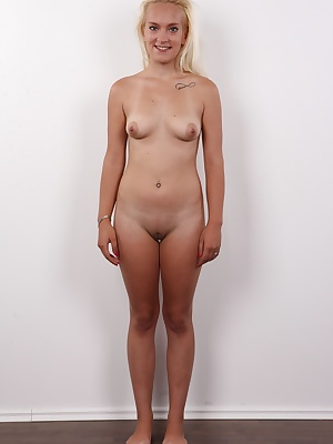 This is the perfect casting! Czechcasting discovered another gorgeous amateur just for you! Michaela is like a pocket-pussy. Lacking in height, she looks just like a fleshlight! You would expect she is tiny in all aspects. This is not true! This slender p