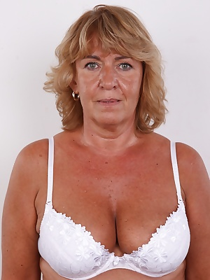Today we have a very special Czech model for you. Guys who can appreciate mature women will just love her. This likable lady is called Ilona. It's more than hard to believe she is 54, isn't it? She looks fantastic! And if you are a fan of big tits, you ..