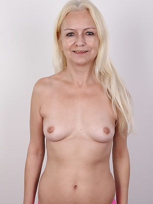 A true original! A woman full of surprises! That's how we could shortly describe another Czech amateur that you will see in our casting today. This blonde from Prague is really mature, but her body still looks young. Her name is Blanka and she decided to