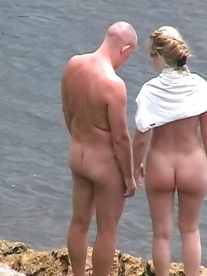 Mature couple get down and dirty in the sun