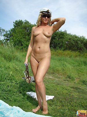 Nude beach babe flaunts her stuff
